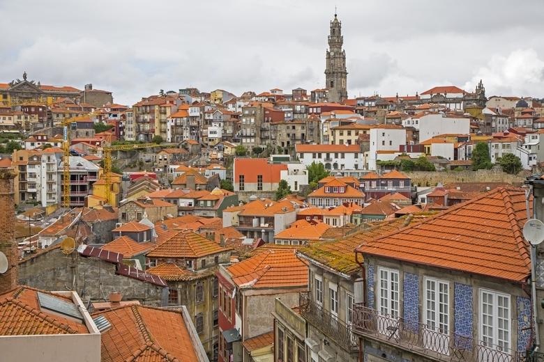 Portugal 20 - Rode daken wat de klok slaat.