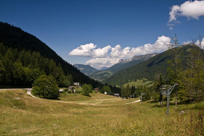 Frans landschapje - Tijdens onze vakantie een ridje gemaakt langs alle mooie bergweggetjes en dorpjes in het Franse Centraal Massief.