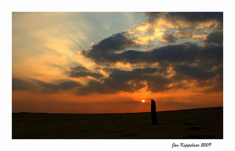 Zandverstuiving sunset - Eentje van na de bronst. Heerlijk met de geluiden van het burlen op de achtergrond.<br /> <br /> Bedankt voor de reacties