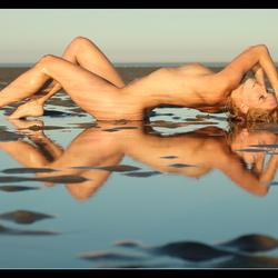 spiegeltje spiegeltje aan het strand.. (model fanny muller)