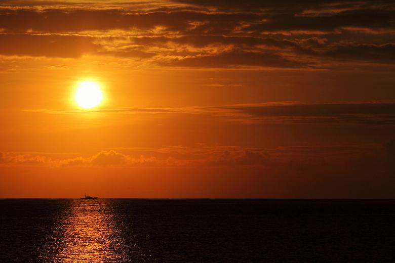 Sunset Lanzarote - Allereerst de allerbeste wensen voor 2013 ...<br /> Eindelijk weer eens een upload hier ... deze is van mijn vakantie in Playa Bla