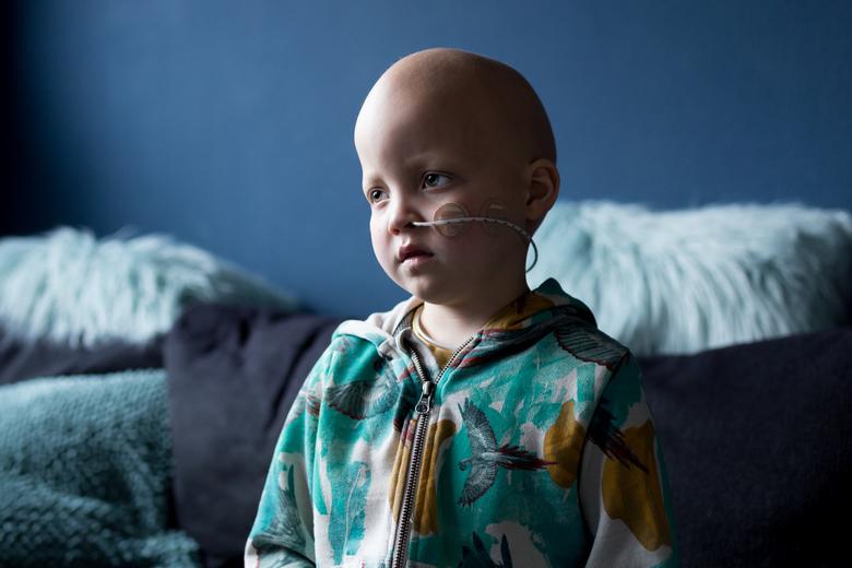 Portret van Duuk (6) - Dit is Duuk van 6 jaar oud. Hij is een vrolijk mannetje, maar hij heeft helaas leukemie. In mijn nieuwe fotoproject van dit jaa