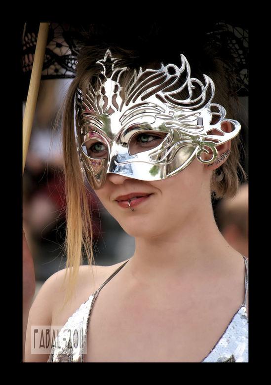 Hidden Hildie - benieuwd naar de dame achter het masker
