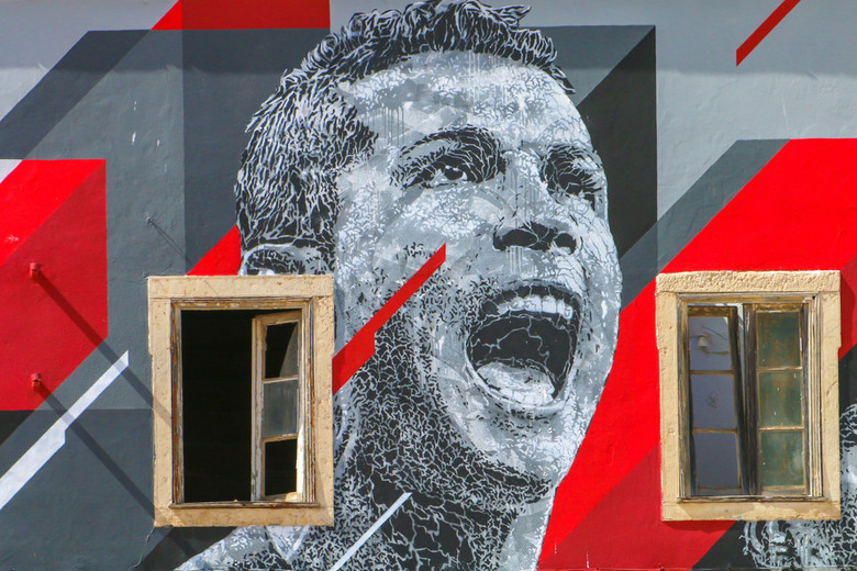RONALDO - Cristiano Ronaldo geschilderd op een verlaten huis.