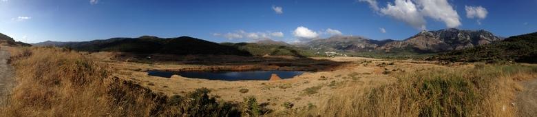 Bijna opgedroogd meer  bij de Aposelemis dam -
