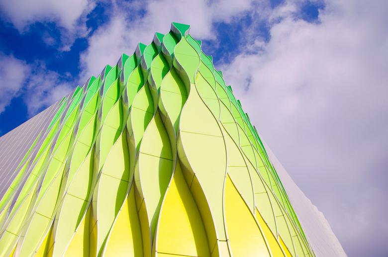 Groningen - In het lentezonnetje komen deze groene kleuren van deze moderne architectuur goed tot zn recht