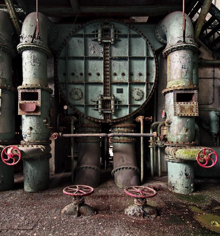 ECVB - Verlaten energiecentrale in België.