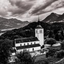 Kerkje in de Zwitserse bergen...