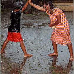 In De Regen spelen.
