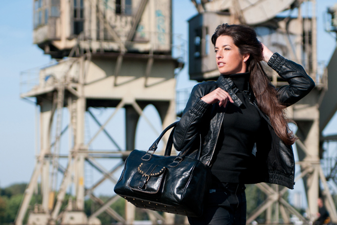 Fashion - Model: Géraldine<br /> Styling: Pascale Ghoos<br /> Kleding: Deto Jeans <br /> Assistente: Do<br /> Tas: Elammouri