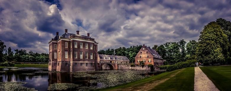 Kasteel Middachten - panorama van kasteel Middachten. In totaal 5 shots.