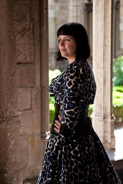 Manja II - Vandaag een fotoshoot gedaan met manja. De jurk is zelf gemaakt. Lokatie is de kloostertuin in Utrecht