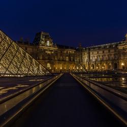 Piramide du Louvre