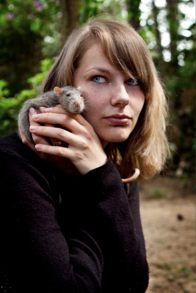 Best Friends - Dit is mijn rat Petrol en ik ^^.. Hij is ontzettend lief en houd van aandacht ^^..