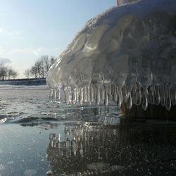 paal decoratie met ijssculptuur
