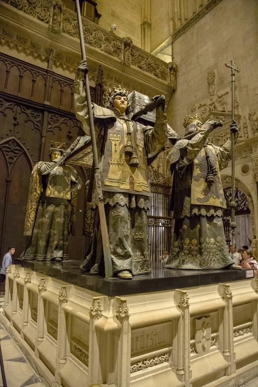 Spanje 62 - M&#039;n computer doet het weer.....<br /> In de kathedraal van Sevilla bevindt zich ook de rijk versierde graftombe van Christoforus Col