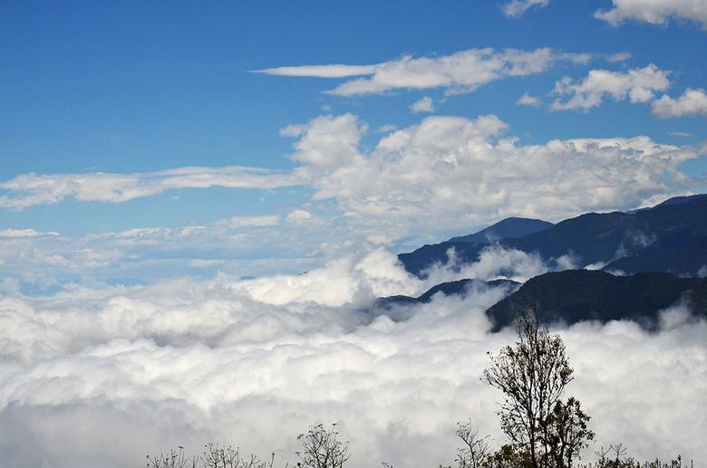 boven de wolken  - hoe zou het voelen om over de wolken te lopen?