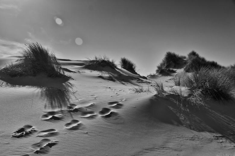Duinen voetstappen BW.jpg - Duinen voetstappen BW.jpg