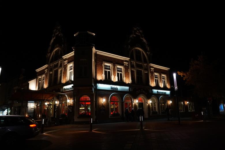 Restaurant in de avond, kevelaer.  - Een van de vele restaurants in Kevelaer.  Bedankt voor de reacties op mijn vorige upload