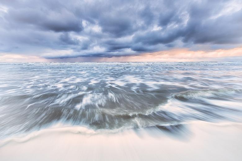 """Golven in beweging - Ik heb geschilderd met zeewater en pastelkleurtjes <img  src=""""/images/smileys/wilt.png""""/>"""