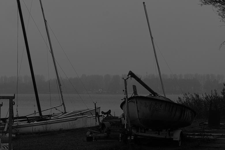 AA-zicht - Bootjes op het droge, klaar voor onderhoud in de winter maanden.