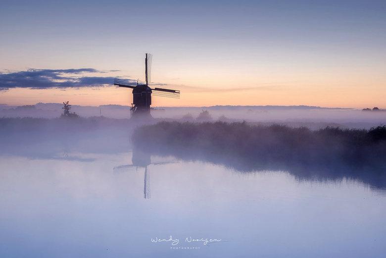 Broekmolen in Streefkerk met mist - Mist, een molen en een zonsopgang, alle elementen vielen vanochtend samen in Streefkerk