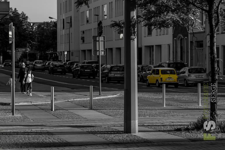 Antwerpen.jpg - Vintage yellow Mini.jpg