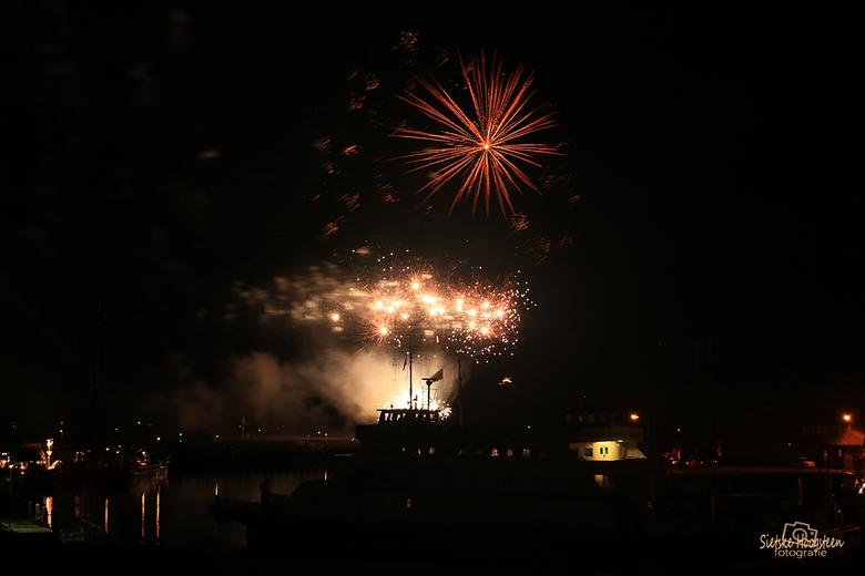 Vuurwerk Harlingen (1) - De Harlinger Visserijdagen werden gisteravond afgesloten met een schitterende vuurwerkshow.