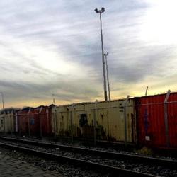 Containers aan het spoor