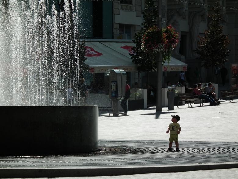 Verbazing van een jongetje - Deze foto is in een onderdeel van een seconde gemaakt. Geen tijd om op compositie, belichting enz. te letten, anders was