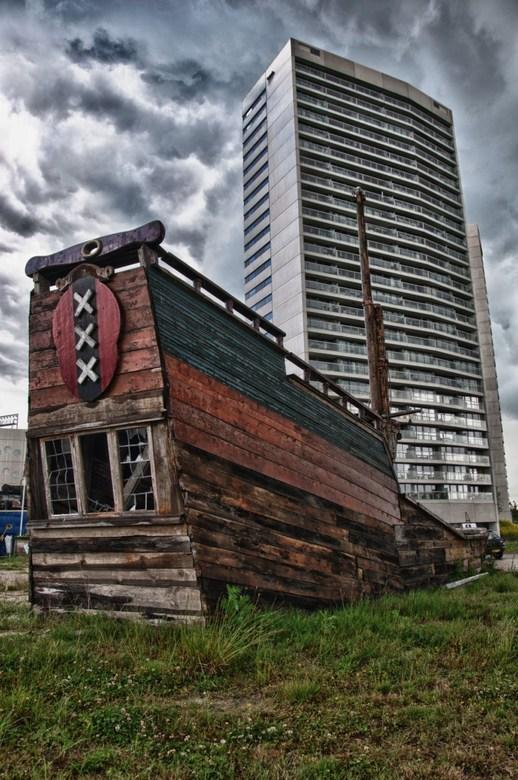 Gestrand schip...... - Kars Thaden was een markante Groninger...<br /> <br /> Kars had ooit een droom, Het VOC schip de Heemskerck nabouwen en vervo
