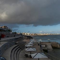 Donkere wolken boven Estoril