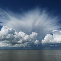 Exploderende wolken ( groot bestandsformaat)