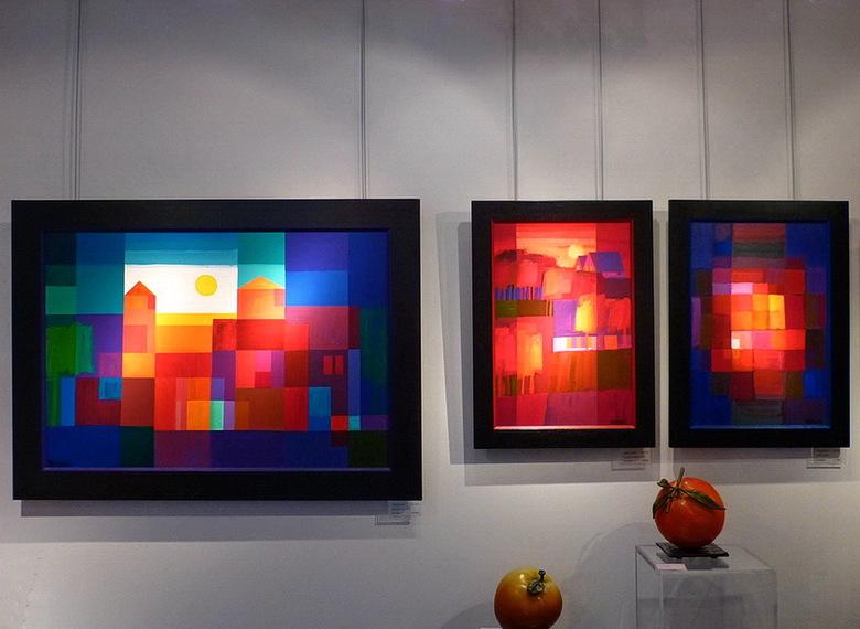 Kunstwerken. - Uit een van de vele galeries waar ik deze foto maakte, in het kunstenaarsdorp Ootmarsum.<br /> 23 november 2014.<br /> groetjes, Bob.