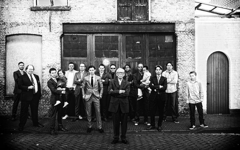 groepsfoto - Groepsfoto bij het huwelijk van Jan Joost en Meron in Klundert