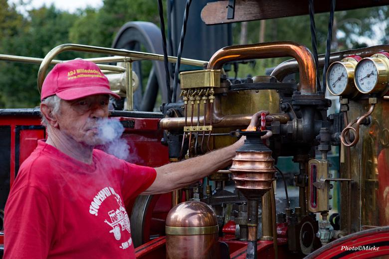 De man of de stoomspuit - Gorinchem heeft een van de vier nog werkende stoomspuiten van Nederland. In de oude brandweerkazerne in de vesting staat de