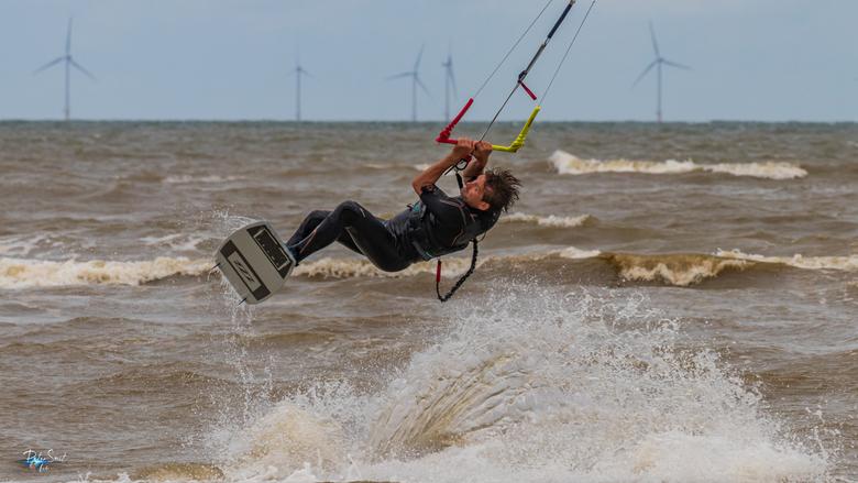 Kitesurfing 2 - Zondag wat kitesurfers in actie vastgelegd.