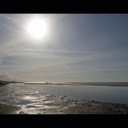 Strand met tegenlicht