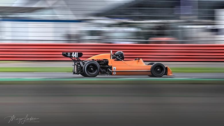 Opnieuw bewerkt - Historische Formule 2 wagen, in deze versie de voorgrond donkerder gemaakt zodat de wagen beter uitkomt. Vinden jullie het ook een v