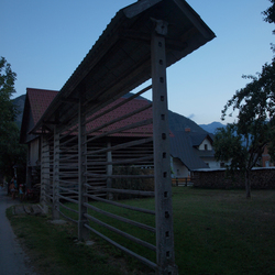Hooirek in Sloveens dorp