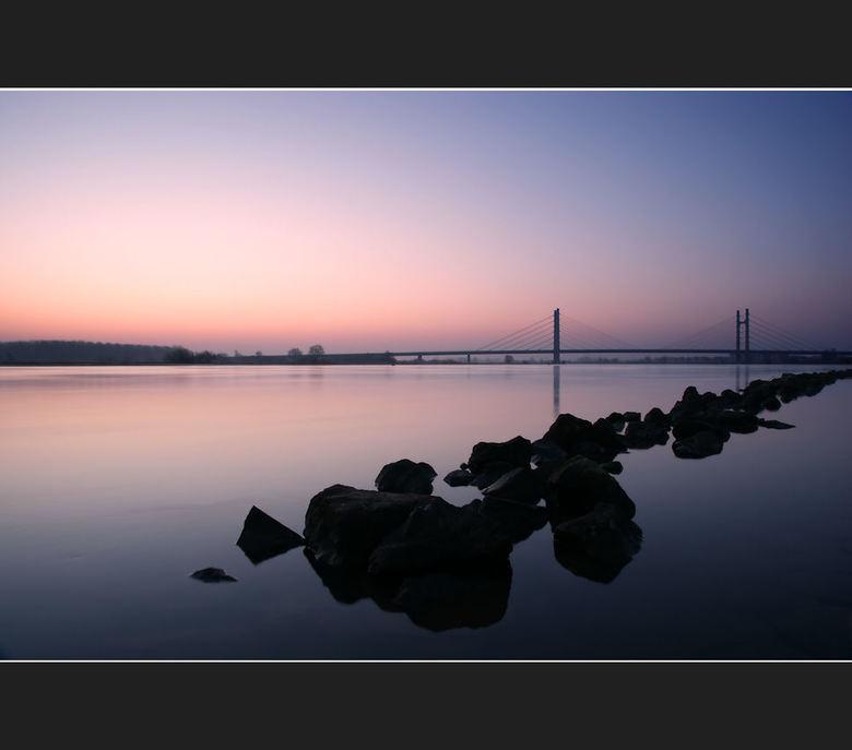 """Calm Waters - Vanochtend vroeg (6:15) gemaakt. <br /> <br /> De foto is het mooist in donker licht. <img  src=""""/images/smileys/smile-big.png""""/><br /"""