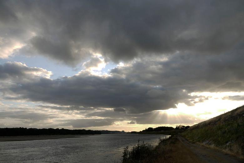 Lopen langs het water - Uitzicht langs de Loire in de richting van Saumur