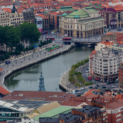 Uitzicht van boven over Bilbao