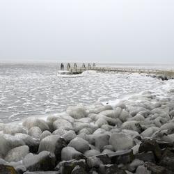 Monument op de afsluitdijk 1...