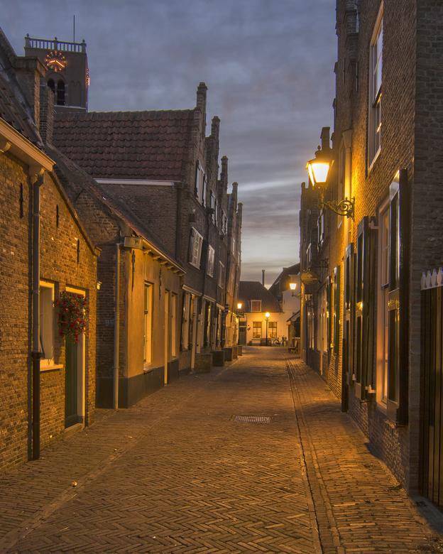 Kerkstraat Sommelsdijk - In de huisjes die zo scheef naar voren staan is het streekmuseum gevestigd.
