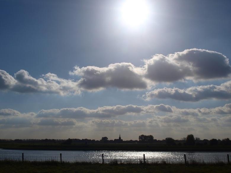 Amsterdam-Rijnkanaal, Wijk bij Duurstede - Deze foto, vorig jaar genomen langs het Amsterdam-Rijnkanaal, hangt binnenkort ergens in Nederland aan de m
