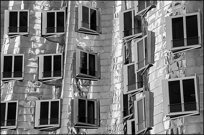 German architecture 06 - Ik heb het nooit onder stoelen of banken gestoken dat ik een fervent liefhebber van moderne bouwkunst ben. Vandaar dat ik dan