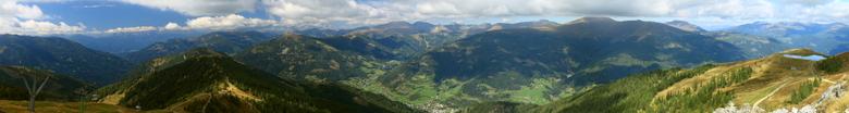 panorama vanaf Kaiserburg - Hier zijn we boven Bad Kleinkichheim op de berg Kaiserburg.<br /> Een panorama van 6 horizontale foto&#039;s.<br /> Onde
