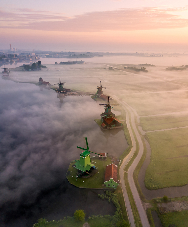 Zaans from above - Mistige ochtend in Zaanse Schans