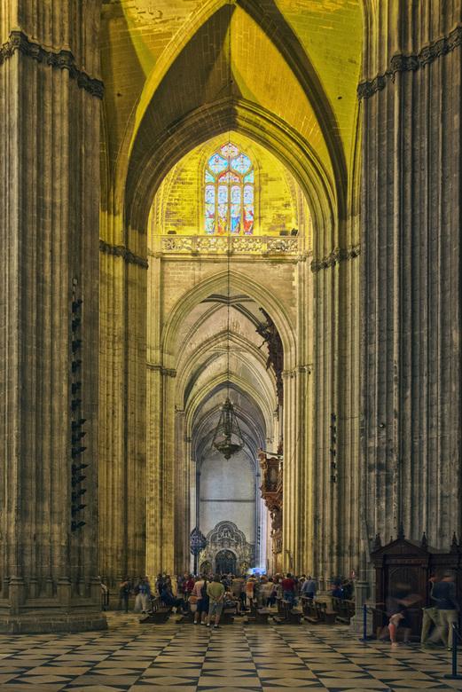 Spanje 60 - Zijbeuk van de kathedraal van Sevilla. HDR van 3 opnames.